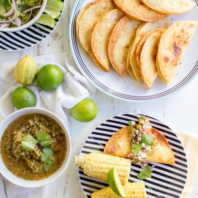 Thanks @thismessisours for the tasty reminder that Cinco de Mayo is only a few days away! 🌮 How about a big batch of Crispy Potato Tacos with homemade guacamole & salsa verde to celebrate? We've got this tasty recipe courtesy of Meg over on our blog - see the link in bio. #MakeMealtimeMatter