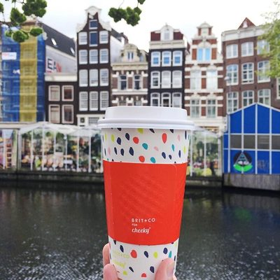 ✈️ Have coffee, will travel. The great thing about our hot cups is that you can take them anywhere. Even to Amsterdam! #britgetscheeky