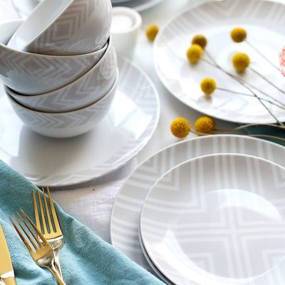 Our Byron porcelain dinnerware set is for those who prefer a more subtle design so that their food and table decor can stand out. Did you know our 16-piece sets are only $69.99 *and* they provide 16 meals? #MakeMealtimeMatter. 📷: @college_housewife