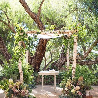 This enchanting secret garden wedding ceremony has our #instamood filled with romance for our #WeddingWednesday! Photo: @lovenancyneil | Floral Design: @hollyflorala | Rentals: @foundrentals | Planning: @eventoftheseason . . . #nature #weddingceremony #weddingdecor #weddingplanning #wedstagram #instabride #boho #rustic #weddinginspo #bridalstyle #bohobride #natural #beautifulbride #weddings #outdoorwedding #ceremony #eventdesign #weddingday #weddingtime #StrictlyWeddings