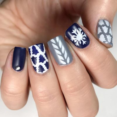 Getting into the winter spirit with these mismatched nails! I used the tree pattern, snowflake, and herringbone stencils. These are all available at the link in my bio! . . . #winternails #nails #nailpolish #polish #polishednails #nailart #nailvinyls #nailstencils #winter #easynailart #simplenails #sweaternails #sweaterweather #ottawa #ottawablogger