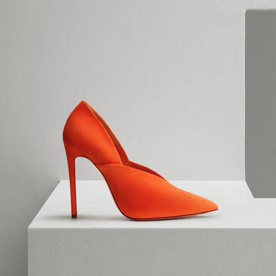 Work some colour into your wardrobe with the Eva Pump - brand new for #VBPreSS18. Choose your favourite shade at victoriabeckham.com or #VBDoverSt now! x VB