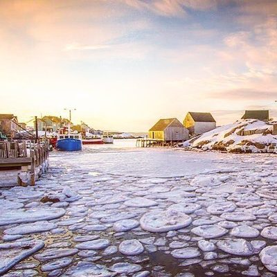 Cold water never looked so good 😍​ 📍 Peggy's Cove 📷: @acorn_art_photography
