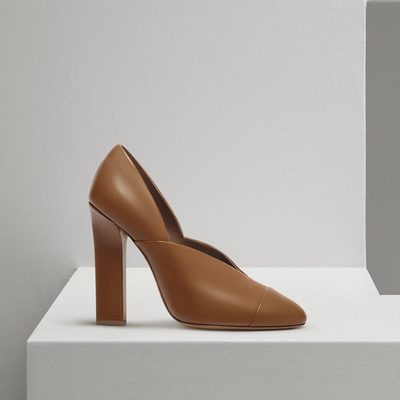 The Lucie pump. Available now at victoriabeckham.com and at 36 Dover Street, London. #VBPreSS18 #VBDoverSt
