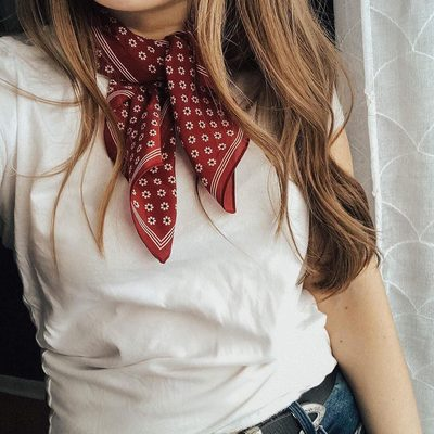 Bandanas are like the cherry on top of a good outfit. Think you can't pull it off? Click the link in our bio for even more ways to wear this trend. | photo: @janematta