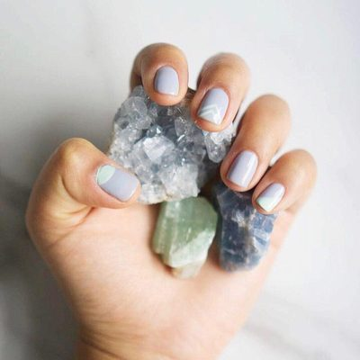 Round up your squad for the New Moon 💎 Link in bio for the five essential crystals you should know #raiseyourvibration #newmoon #spiritualgangster 📷: @veggiekins