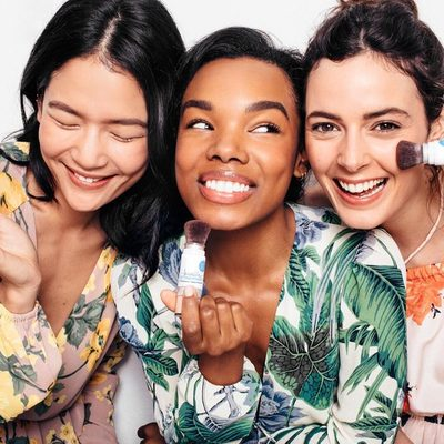 No white cast. No flashback. Just SPF that makes your skin look insta-perfect. #powderon #powderroomplease