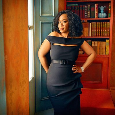 @ShondaRhimes inside the 2018 #VFOscars @Instagram portrait studio. See even more exclusive portraits at the link in bio. Photograph by @MarkSeliger.