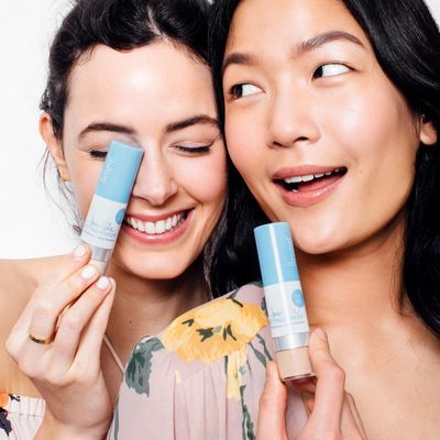 *Update: This giveaway is now closed.* Protect your posse 💕 Tag your bestie in the comments for a chance to win our new 100% Mineral Invincible Setting Powder for you and your BFF. #powderon #powderroomplease #protectyourposse