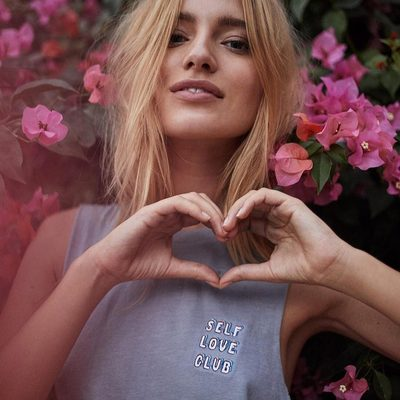 Love is not an emotion. It is your very existence. 💞 Link in bio to shop the Self Love Club Crop Tank  #sundayvibes #selflove #srisriravishankar #spiritualgangster