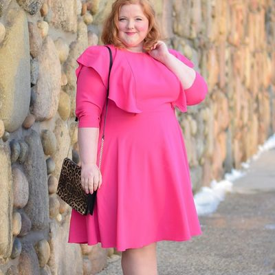 What are you wearing this Sunday? 💗 @withwonderandwhimsy wears our Tie Back Flutter Sleeve Dress—perfect for church, brunch, or whatever your day has in store! #XOQ