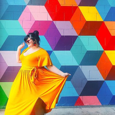 We're walking on sunshine with the beautiful @roseybeeme ☀️ Get Rosey's look (aka THE maxi dress of the season) at the link in bio ⤴ #XOQ
