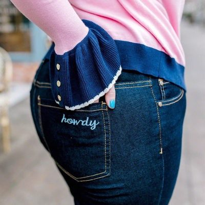 Howdy! Our #ELOQUIIxDraperJames jeans are made with premium denim, with just the right amount of stretch. We love how @ashley_dorough paired them with her pink cardi from the collection. 💕 #XOQ