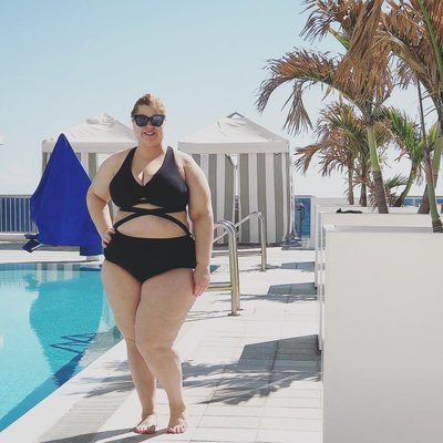Dreaming of Miami weather with the beautiful @curvygirlontherun 🌴 Shop her suit at the link in bio ⤴ #XOQ