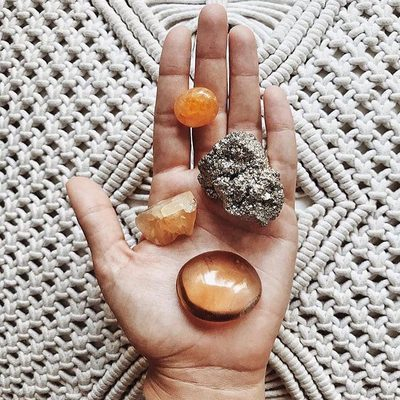 Do you know the best crystals for your zodiac sign? ✨ Head to the link in our bio to learn how crystals and astrology go hand in hand with @spiritdaughter #raiseyourvibration #spiritualgangster 📷: @mikiash