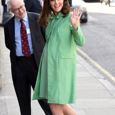 Ignore that snow outside and just focus on Kate Middleton's perfect spring green Jenny Packham coatdress. Now, isn't that better? At the link in bio, get the details on the Duchess of Cambridge's latest appearance at the Royal Society of Medicine in London.
