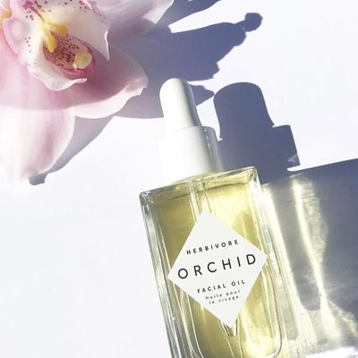 🌸💐🌷Orchid Facial Oil gives skin a new glow, increased elasticity and hydration thanks to floral oils including Orchid, Jasmine and Camellia. Also, the scent is heavenly and 100% natural. 🌸👌#orchidoil 📸@enmasse