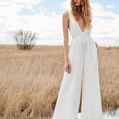Always obsessed with a wide-leg moment. In love with my white Anouk jumpsuit from my Spring collection. Go to the link in my bio to see more of @thezoereport's wide-leg picks for spring 💕 XoRZ