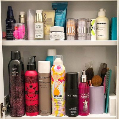 Hi all! Pooja (@poojagar) here from the B Team sharing some of the staples I store in my (tiny) NYC bathroom. While I have to *really* love the product for it to even make it in my bathroom cabinet there are few items that I definitely fan girl over.  I can't get enough of the @beautyprotector Protect & Detangle which is my post shower go-to for getting rid of knots and tangles in my hair. I also adore the @livingproofinc No Frizz humidity shield to save my straight 'do in the warmer months. For makeup my number one must-have is @milkmakeup highlighter to give my skin a natural ✨glow ✨. See anything that you also use in your routine? Tell me down below!