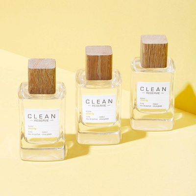 Spring is in the air, and on our wrists with @cleanreserve's Citron Fig scent. It's made with sustainably sourced mandarin, cardamom, and sandalwood for a warm and refreshing burst of brightness.