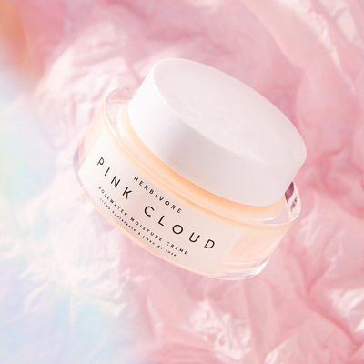 Hey Canada. 🇨🇦👋 Pink Cloud Creme is back in stock at @sephora online just in time for fresh, glowing skin for Spring. Formulated without silicones, plastics, or synthetics, Pink Cloud is the perfect moisturizer for hydrated and healthy skin. 🌸☁️🌸 #trulynaturalskincare #pinkcloudcreme  Photo by @alyssablanco