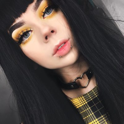 This look though 💛  Do you colour match your makeup to your outfit? We're in lovvve! Tap if ya need the dress! @lastfeastofthewolves #blackmilkclothing #blackmilk #bmtartangrungeevilskaterdress  #yellow #tartan #makeup #makeuplook #aesthetic