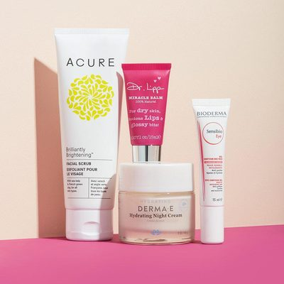 Skincare can be complicated. To simplify, we're breaking down a 4-step nighttime routine with some of our favorite product picks: 😴 Swap out your regular cleanser 1-2 times a week to slough away build-up of dirt, grime, and dead skin with a brightening scrub (we like: @acureorganics Brilliantly Brightening™ Facial Scrub) Using your ring finger, gently tap a hydrating eye cream or gel under eyes and on lids (we like:  @biodermausa Sensibio Eye Contour Gel) Fact: The skin under your 👀 is more delicate than the rest of your face so make sure not to tug! Apply a nourishing night cream (we like: @dermae Hydrating Night Cream with Hyaluronic Acid) to your face and neck using light upward motions. Slather your lips with a conditioning treatment (we like: @drlipp miracle balm) to moisturize while you catch some 💤