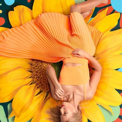 Heading into the weekend with our foot on the PETAL 🌻🌼 Shop dress through link in bio! #powertotheflower #MILLYspring18 #millymoment