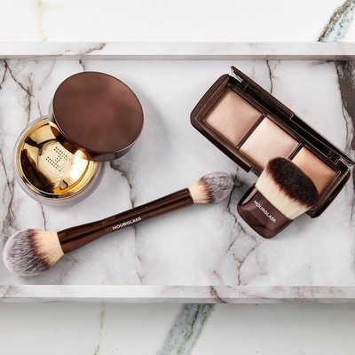 """#regram @chanelathourglass """"I've been asked all week what the difference is between our new #VeilSettingPowder and our #AmbientLighting Powder 