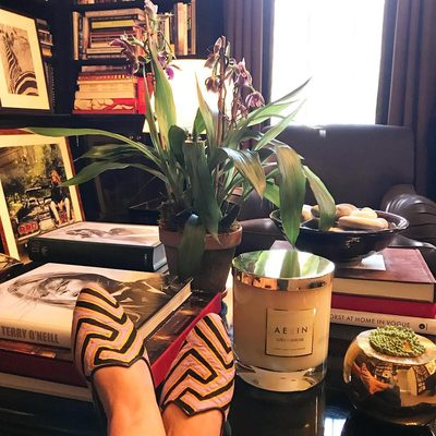 At home.. Love our oversized Uzes Tuberose candle... The ultimate hostess gift #AERINgifts #AERINhome