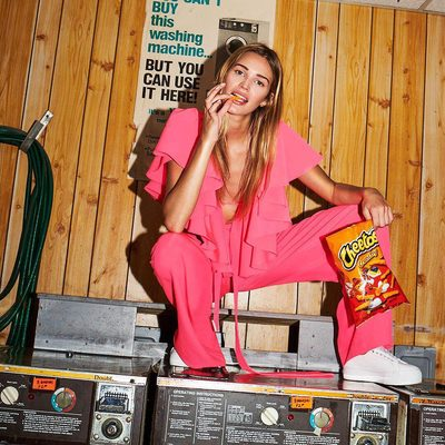 SUNDAY SCHEDULE : cheetos and laundry 🌈  Babes gotta have clean MILLY clothes for the week! #sunday #cheetos #millymoment
