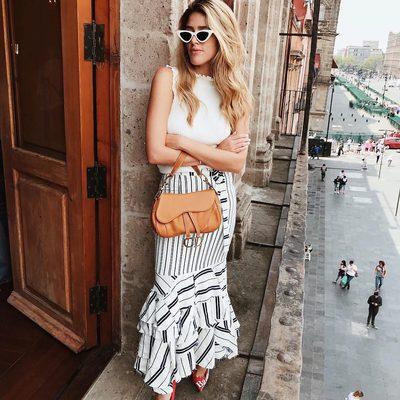 BUENOS DIAS 💃 @fermedina rocking the MILLY stripe Tara pencil skirt!! Shop link in bio ❤️ #mbfwmx #fashionweek #millymoment #ruffles