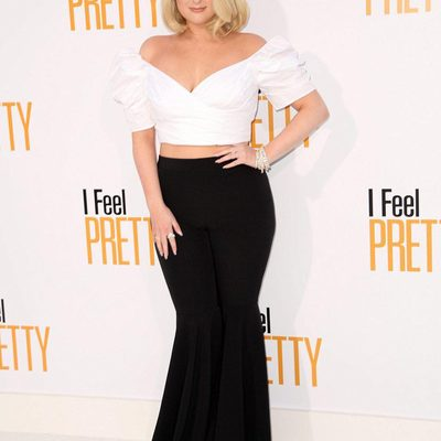 """MAJOR MILLY MOMENT! @meghan_trainor in our flared pant at the @ifeelpretty premiere! You can't say """"NO"""" to this look 🖤 #meghantranior #LA #millymoment"""