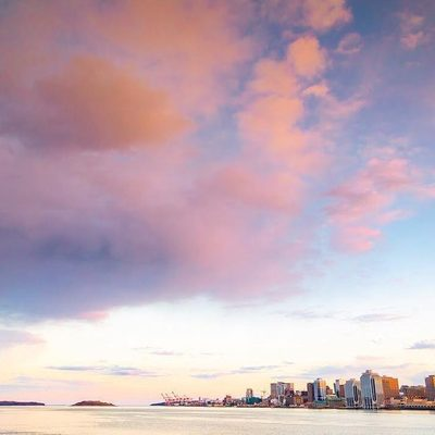 There is SO MUCH going on in Halifax this weekend! Fortunately, we've pulled together the critical events and info so that you're ready for Attractions Week, Mother's Day, and more! Get ready for the weekend by checking out the link in our bio and tapping this image! Weekend plans: ☑ . 📍 Halifax Harbour 📷: @acorn_art_photography