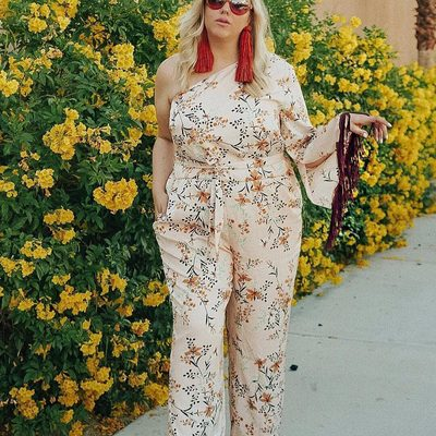 Just a casual Sunday stroll with @alexmichaelmay 🌼 Shop her jumpsuit at the link in bio #XOQ