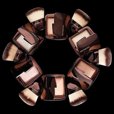 Six universally flattering shades to give the complexion a subtle all over glow. Which #AmbientLighting Powder is your go-to? #crueltyfree #hourglasscosmetics