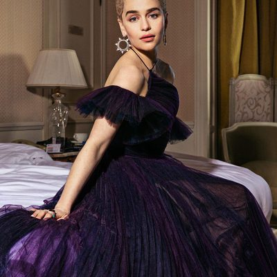 """@Emilia_Clarke, who """"shines"""" in Solo: A #StarWars Story, strikes a pose at #Cannes2018. See more exclusive portraits (and read V.F.'s review of #Solo) at the link in bio. 📸: @justbish"""