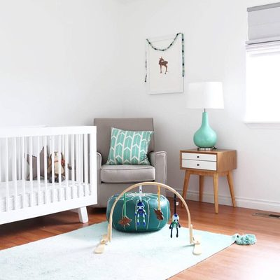 Nursery inspiration: what do you all think of this lovely gender neutral nursery?  We love how our playgym compliments great design! #finnandemma
