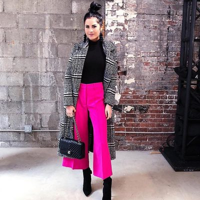 You can't go wrong with pink pants 💖💖 @rachparcell in our best selling Cropped Hayden Pant! Shop link in bio!  #pink #spring18 #millymomement