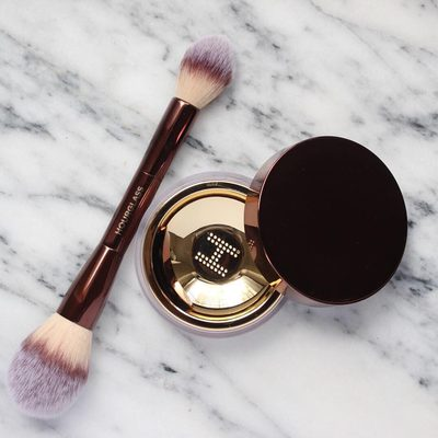 Set your look with our #VeilSettingPowder. Being formulated without talc helps to deliver a flawlessly natural finish that lasts all day and feels as light as silk. #vegan #crueltyfree #hourglasscosmetics #regram @misswhoeveryouare
