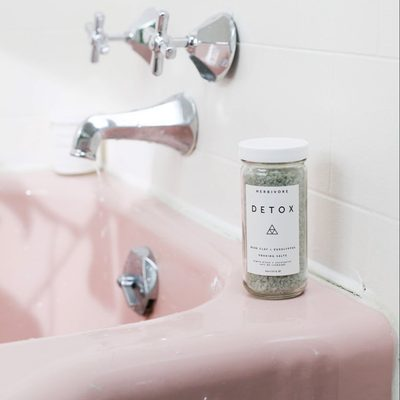Detox Soaking Salts with Detoxifying Cambrian Blue Clay + Stress Soothing Eucalyptus and Lavender Oils. 💆 Now available @Sephora !🛁 (online only). 💦#detoxsalts