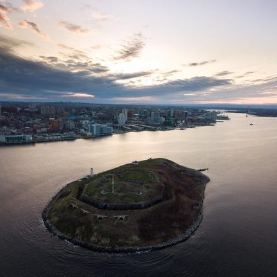 It's ATTRACTIONS WEEK here in Halifax! 🎉🎉🎉 From now until May 19, enjoy one-week-only deals on some of the BEST things to see and do in Halifax! Check out the link in our bio and tap this image for more info 📲 #DiscoverHalifax . 📷: @t_mount