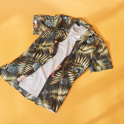 The Mahalo Shirt in Floral Navy brings forth the true essence of Hawaii and the sunlight that inevitably comes with it. #lesdeux #shirt