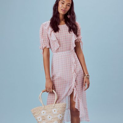 The farmers market isn't going to shop itself 🍓 The Dorothy Ruffle Midi Dress | Everything including new arrivals apart of our online & in store Memorial Day sale, click link in bio to shop !