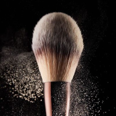 The most fluffy, ultra-soft, versatile brush in our collection. With high-grade taklon synthetic bristles, the Veil™ Powder Brush can be used with our #VeilSettingPowder as well as our #AmbientLighting blushes and bronzers. What do you use it for? #crueltyfree #hourglasscosmetics