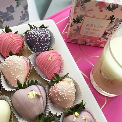 Love @thepurplecupcake_ Pastel chocolate dipped strawberries..almost too pretty to eat.