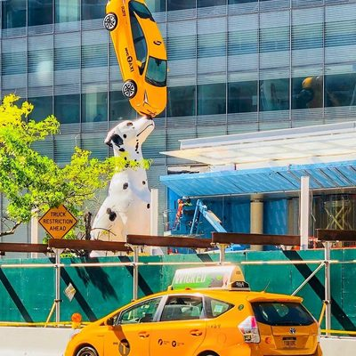 Have you seen NYC's newest piece of artwork yet? Yes, that's a real taxi—find out more about the statue at the link in our bio! (📷 @mickmicknyc)