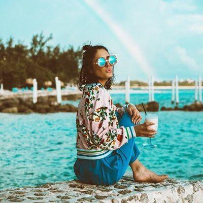 Chasing rainbows, florals, fruity drinks & a long weekend in a few short days 🌈🌸🍹Shop @achiquepeek look through link in bio!! #MDW #millydoesthebahamas #rainbow #summer