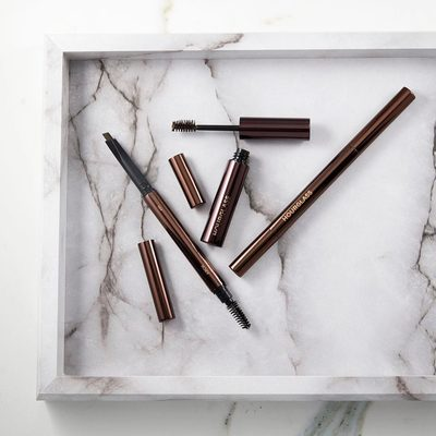 Starting the day off with the perfect duo for brows. Our #ArchBrow Sculpting Pencil ensures definition and structure while our Arch Brow Volumizing Fiber Gel adds volume and a soft hold. Tap to shop. #crueltyfree #hourglasscosmetics #regram @chanelathourglass
