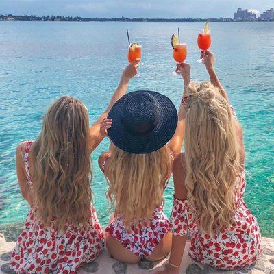 CHEERS to the beginning of summer 2018 🍹🍒 #mdw #summer #beachplease